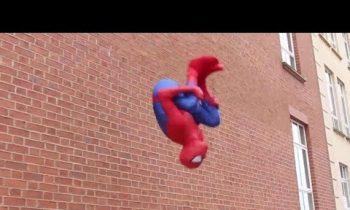 SPIDER-MAN Fights Crime | Parkour, Flips & Kicks